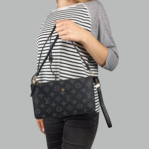 Сумка Louis Vuitton M Черная